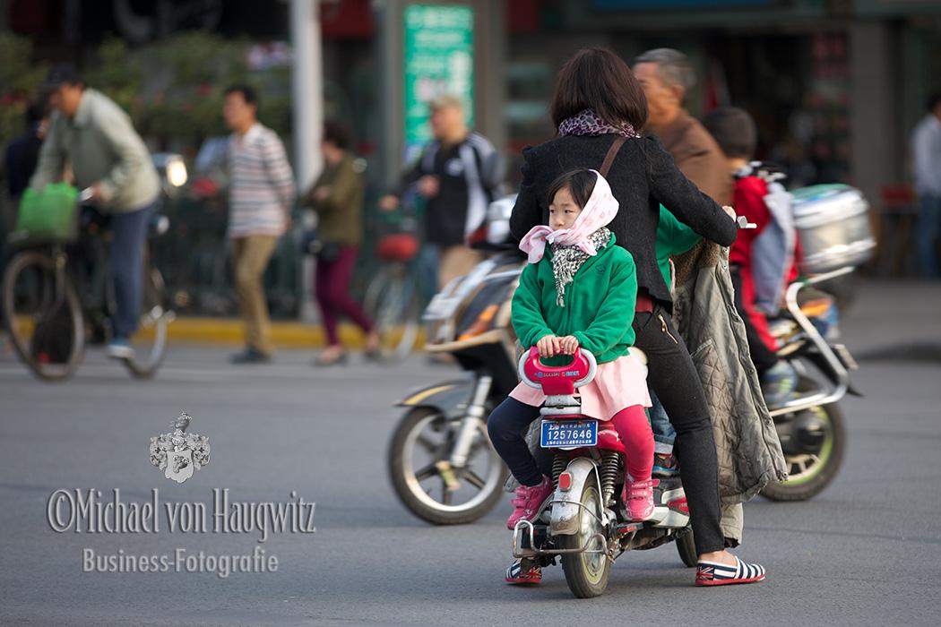 Mädchen auf dem Rücksitz | Shanghai